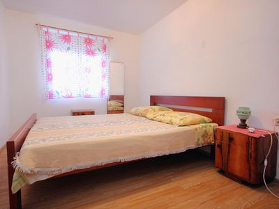 Photo for One bedroom apartment with terrace Lun (Pag)