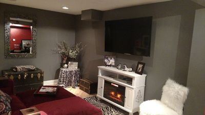 4K TV (free streaming included) in private suite living room