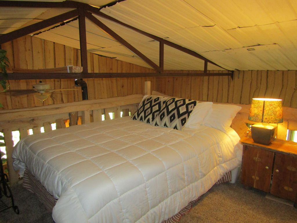 Cabin on 26 acres of old growth forest close to lake and 20 min. to OU, Norman