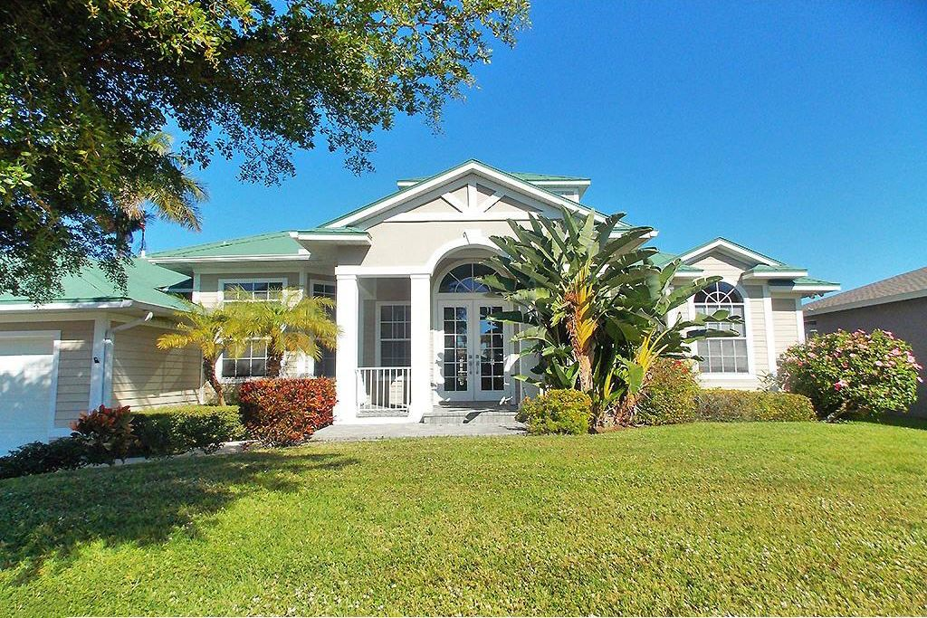 Splendid Canal Front Pool Home In Beautiful Sunny Marco