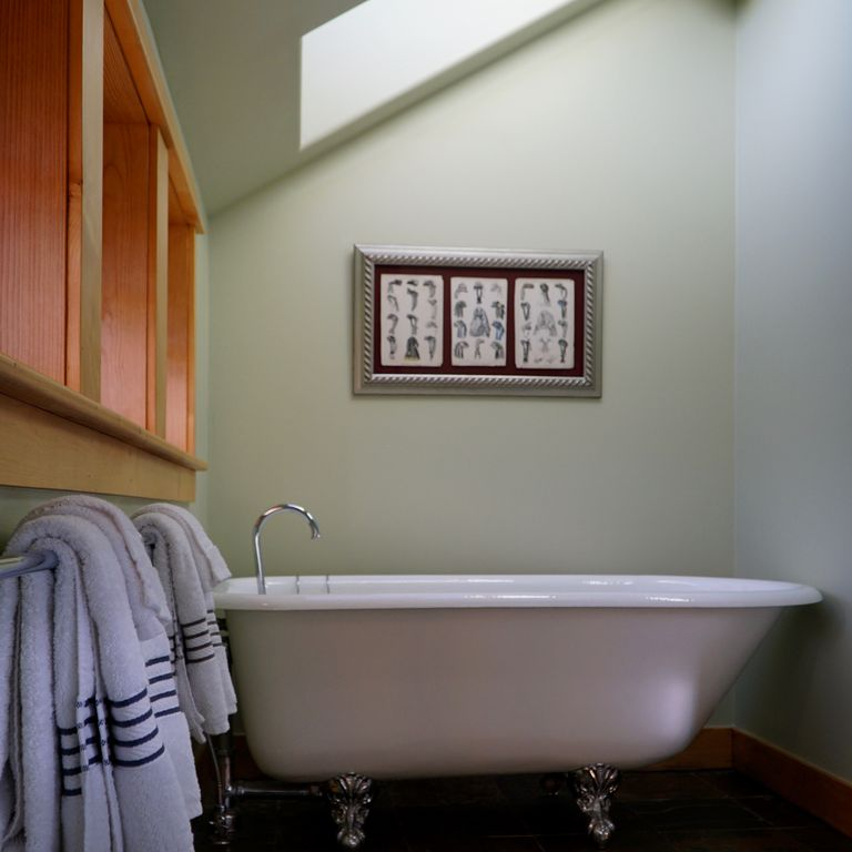 STORYBOOK ALPINE HOME walk from lift, relax in hot tub, curl up by ...