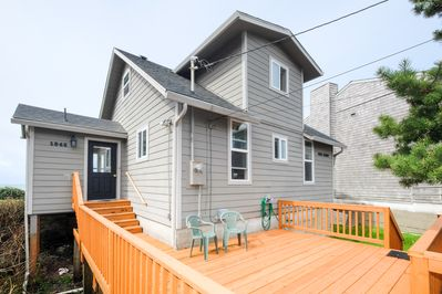 East deck - Entrance deck gives extra outdoor space