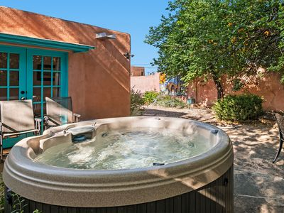 Historic Adobe in the Heart of The Railyard and Downtown Santa Fe, Hot Tub
