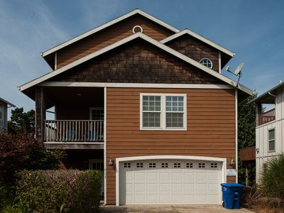 Photo for The perfect Lincoln City home for 10 located 3 short blocks from the beach!