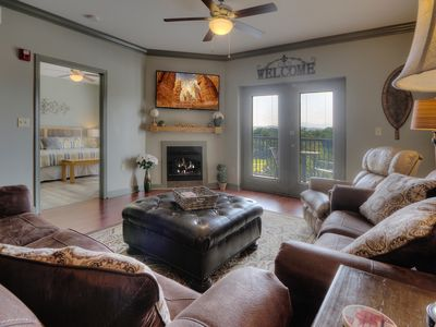 2 Master king suite with Amazing Views!! Pools, hot tub, and lots of amenities