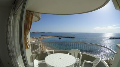 Photo for SEAFRONT WITH INTERNATIONAL TV, WIFI AND PARKING