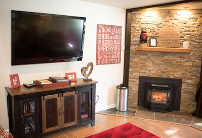 60in HDTV w/ DVR/HD Cable, DVD Player w/ 300 DVD, Highly efficient pellet stove