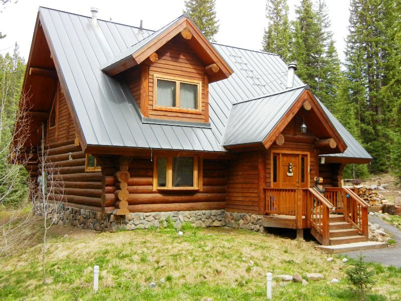Log cabin in the woods a true mountain retreat for Log cabin retreat