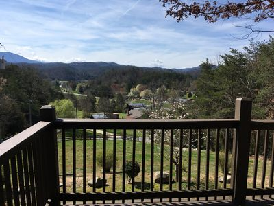 Photo for Large 5 bedroom, 4.5 bath that sleeps 22 with easy (access to Pigeon Forge