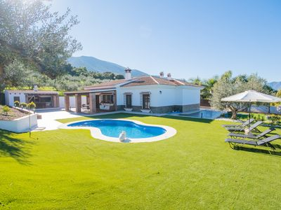 Photo for Cubo's Villa Maria. Pool, air conditioning, wifi, walking to town