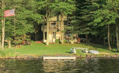 Lakefront Cabin -Supreme Sunsets, Large Yard, Private Beach, Dock, Covered Deck