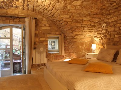 Photo for Charming independent bedroom / Charming independent bedroom / Bonnieux Luberon