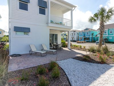 Photo for Gorgeous Margaritaville Cottage! Lagoon pool with poolside Tiki Bar on-site.