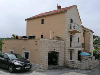 Photo for Two bedroom apartment with balcony and sea view Sutivan (Brač)