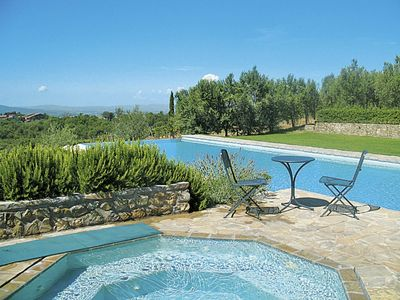 Photo for Nice apartment in villa for 4 guests with pool, WIFI, TV and parking