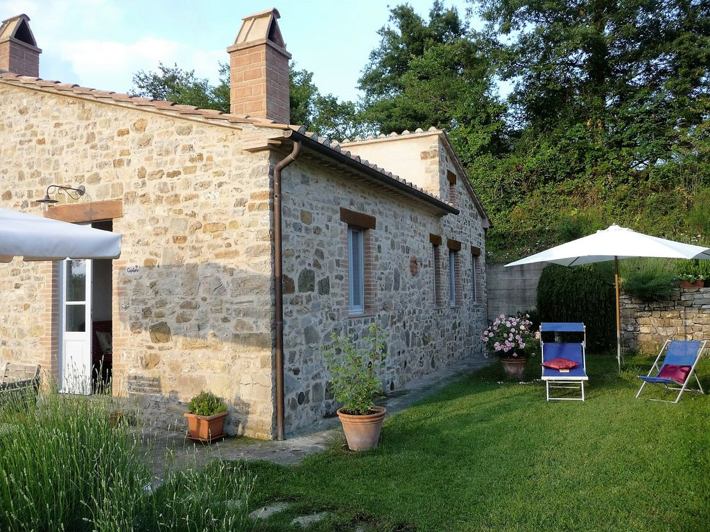 Roccalbegna cottage rental   Capitorio  terrace   garden. Capitorio  Podere Sant Angelo  One bedroom Tuscan holiday cottage