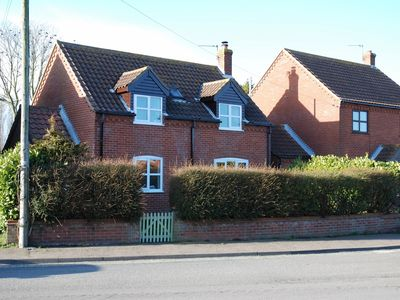 Photo for Modern Newly Refurbished Detached House. Short Walk To Beach.