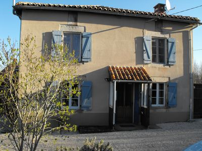Photo for Traditional French House with pool and Wi Fi sleeps 4/6