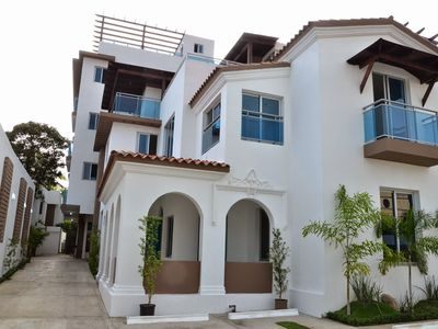 Beautiful chic apartment steps away from Zona Colonia. All Amenities!