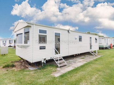 Photo for 8 berth caravan at California cliffs by the beach in Norfolk ref 50067