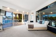 NEW Edgewater On Chevron 5 Bedroom Waterfront House Newly Renovated In Central Location