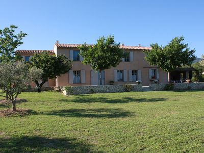 Photo for Attractive family home in the heart of Luberon for 10 people