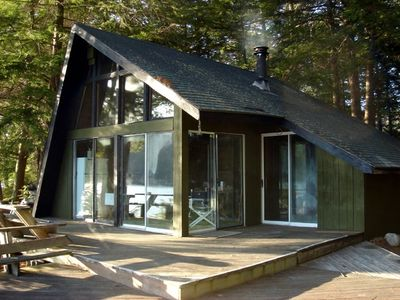 The entire front of the cabin offers spectacular views of the lake.