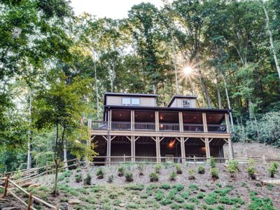 Photo for FishTop Cabin; Luxurious, Saluda, lakes, Hot Tub, fire-pit! TIEC-Horse shows.