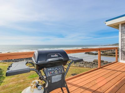 Photo for Fantastic dog-friendly beachfront duplex with hot tub & views!