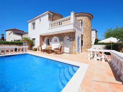 Photo for 3 bedroom Villa, sleeps 6 in Empuriabrava with Pool and WiFi