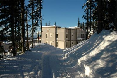 Free wi-fi.Pet Friendly. Ski/walk right to your door. Best location ground level
