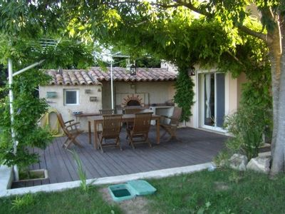Photo for Provencal farmhouse in the countryside Arlesienne - Heated pool