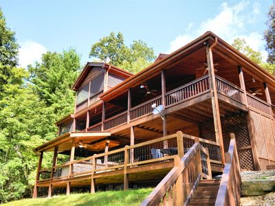 Photo for Secluded Luxury cabin with lots of bells and whistles