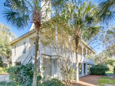 Quaint home in Private Community of Litchfield By the Sea