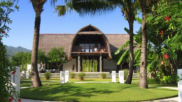 Our holiday home on Bali, Villa Shanti, w/ pool directly on beach