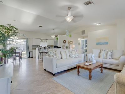 Photo for Breezy Ranch - screened in pool  2 miles from the beach!