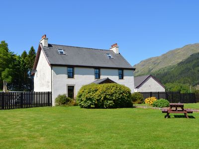 Photo for Luxury property sleeping 14 with extensive garden, sauna and hot-tub near Dunoon