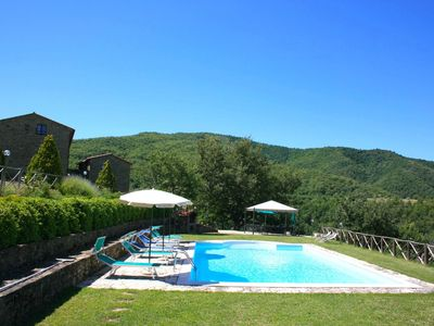 Photo for Wonderful private villa with private pool, WIFI, TV, pets allowed and parking, close to Cortona