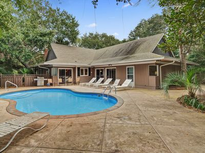 Family home with private pool, jungle gym & fenced yard - walk to the beach!