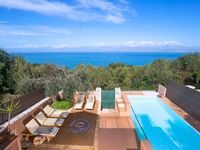 What an impressive Villa. Clean, close to everything and nice sea views. Corfu is really nice pla...