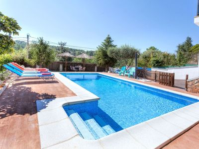 Photo for Nice apartment for 6 people with WIFI, private pool, TV, balcony, pets allowed and parking