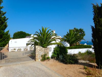 Photo for Traditional renovated villa, 4 bedrooms, quiet, sea view, 5 minutes from the p