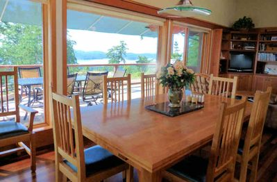 Eat at the dining table or out on one of the decks - all with fantastic views.