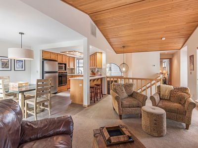 Photo for Fairway Condo steps to Woodlands Golf Course. Bright! Bike to best of Sunriver!