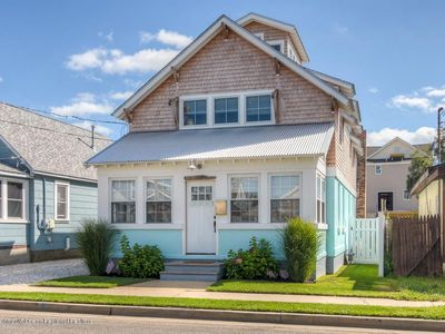 Photo for Sunny Beach Bungalow, 3 blocks from water
