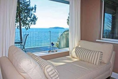 Grande Vista Suite - A view to die for. Relax with a book and enjoy.