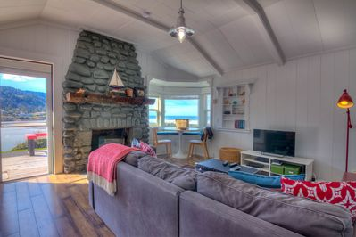 The living room has views of Yachats River bay. The fireplace is non-functioning.