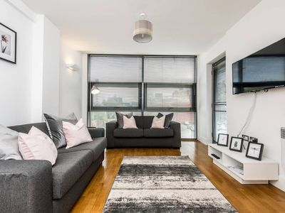 Photo for Cosy & Homely Apt. W/Free Parking, Sleeps 6!