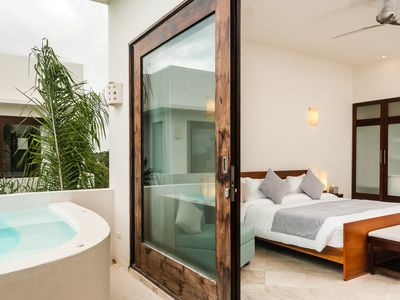 Topless Penthouse - Private Jacuzzi & Plunge  Pool