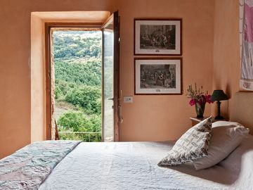 """Le Pianore"" Private Villa: A Peaceful Getaway for Family, Friends, and Groups"